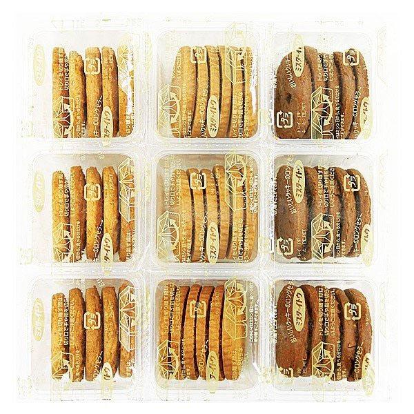 Mỗi hộp bánh đều có 3 hương vị đặc biệt khác nhau giúp cho bạn có thể thay đổi khẩu vị mà không lo bị ngán.
